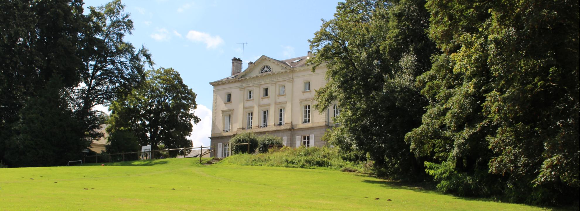 le parc de chateau beaumont ou se deroulent les activities sportives et ludiques