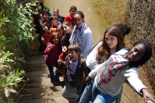 enfants en colonie de vacances a chateau beaumont pour pratiquer l'anglais
